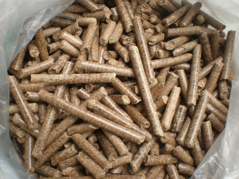 100% pure wood pellet in large quantity for sale